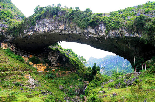 Jiangzhou Natural Bridge, Guangxi Province, China
